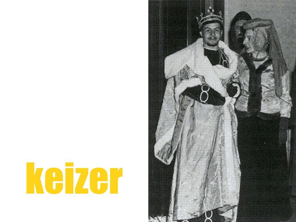 inleiding Die tegenstelling tussen geaccepteerdheid en baanbrekerij duikt al vroeg op in de poëtische carrière van Lucebert (1924-1994).