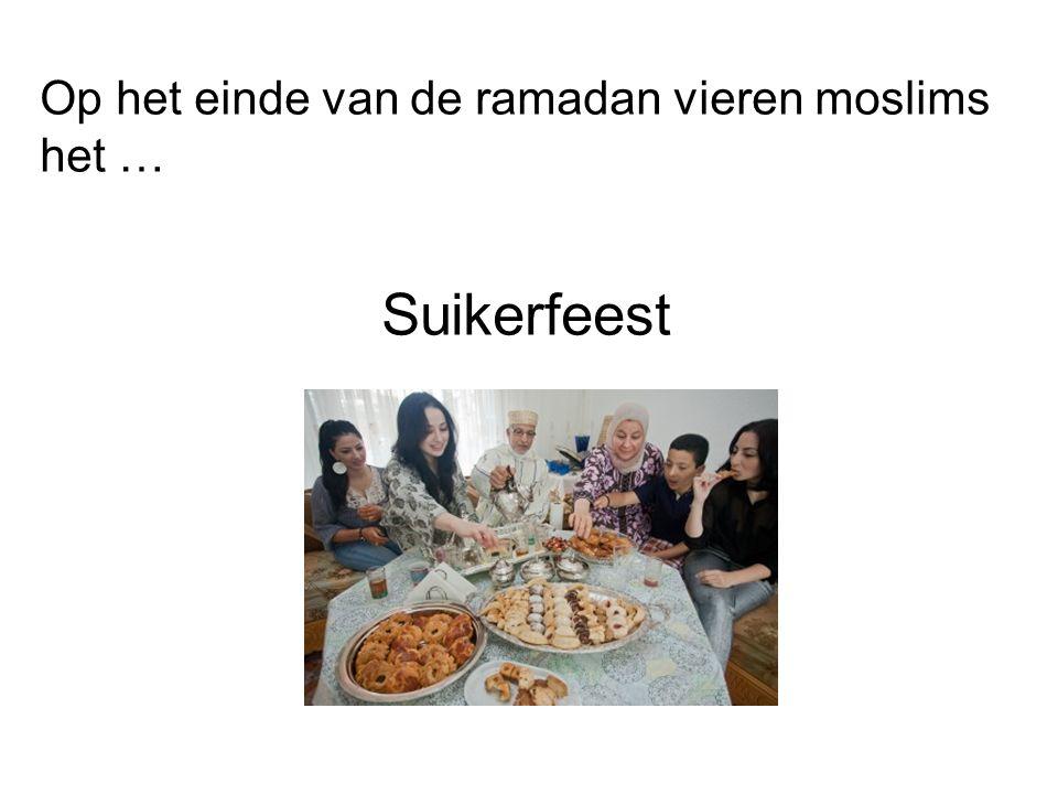 Op het einde van de ramadan vieren moslims het … Suikerfeest