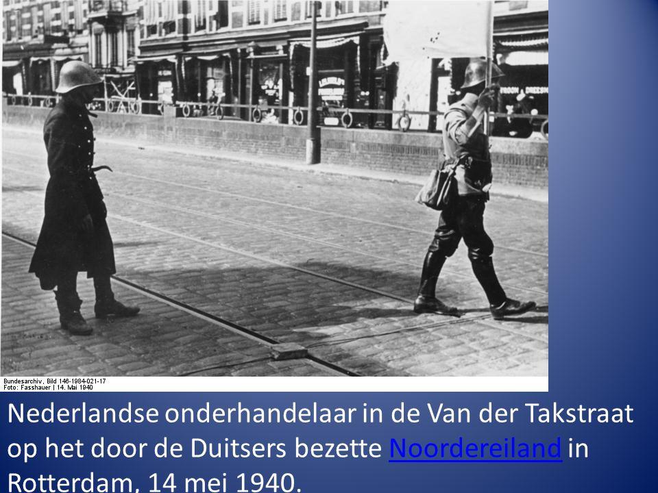 Nederlandse onderhandelaar in de Van der Takstraat op het door de Duitsers bezette Noordereiland in Rotterdam, 14 mei 1940.Noordereiland