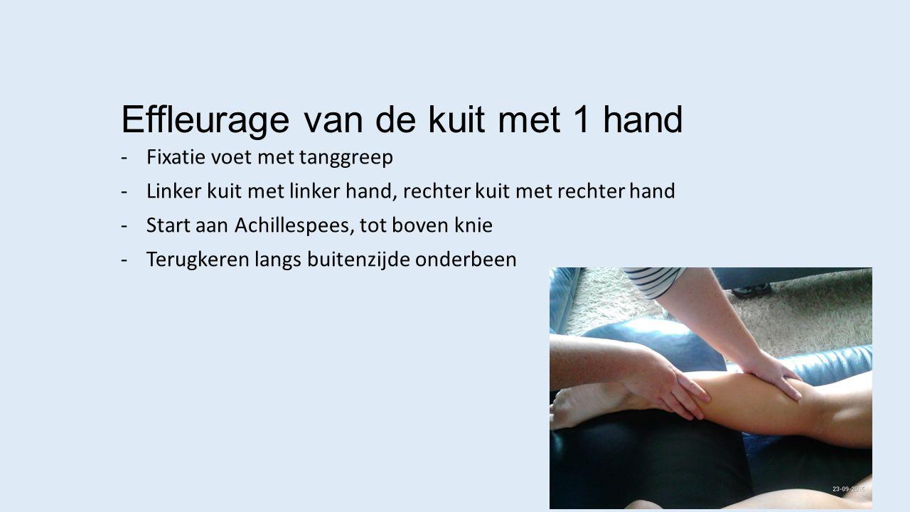Effleurage van de kuit met 1 hand -Fixatie voet met tanggreep -Linker kuit met linker hand, rechter kuit met rechter hand -Start aan Achillespees, tot