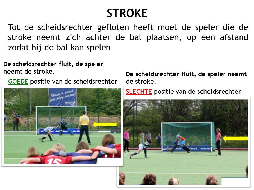 Tot de scheidsrechter gefloten heeft moet de speler die de stroke neemt zich achter de bal plaatsen, op een afstand zodat hij de bal kan spelen De sch