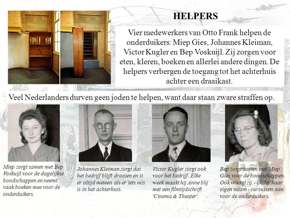 Vier medewerkers van Otto Frank helpen de onderduikers: Miep Gies, Johannes Kleiman, Victor Kugler en Bep Voskuijl. Zij zorgen voor eten, kleren, boek
