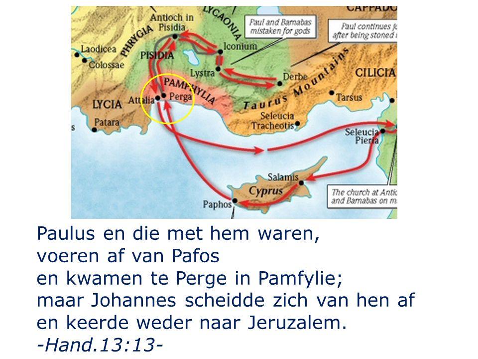 Paulus en die met hem waren, voeren af van Pafos en kwamen te Perge in Pamfylie; maar Johannes scheidde zich van hen af en keerde weder naar Jeruzalem.