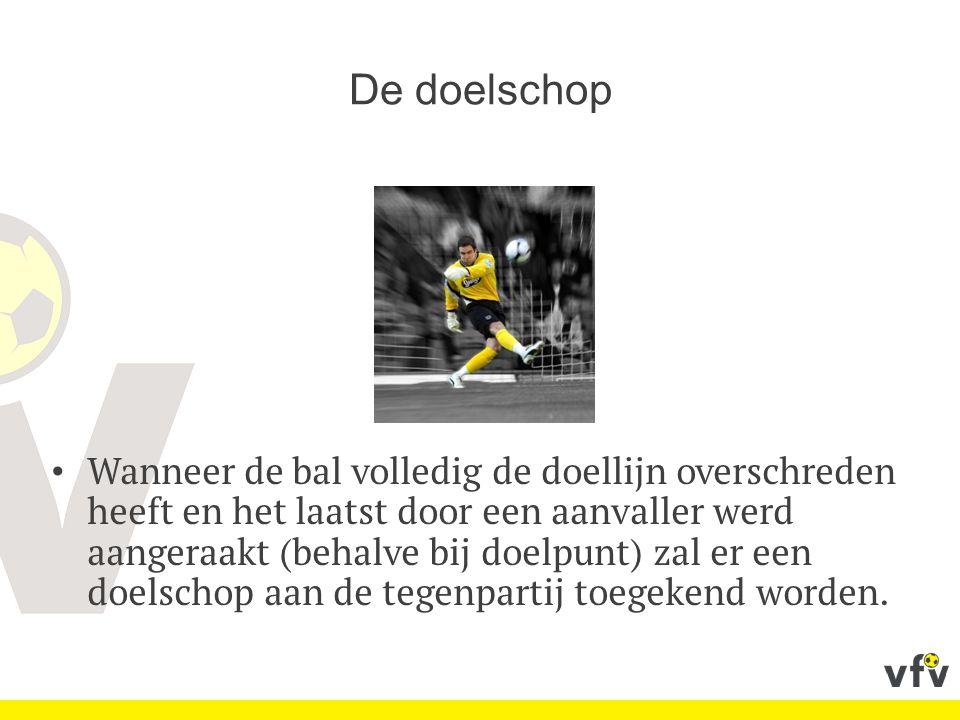 De doelschop Wanneer de bal volledig de doellijn overschreden heeft en het laatst door een aanvaller werd aangeraakt (behalve bij doelpunt) zal er een doelschop aan de tegenpartij toegekend worden.