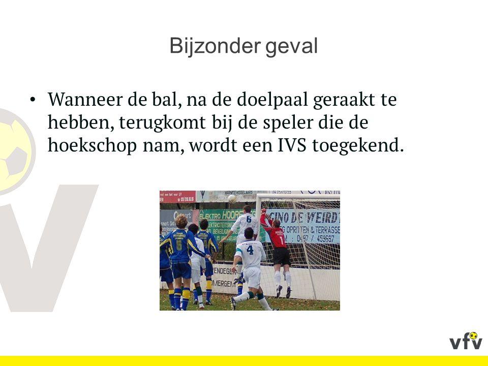 Bijzonder geval Wanneer de bal, na de doelpaal geraakt te hebben, terugkomt bij de speler die de hoekschop nam, wordt een IVS toegekend.