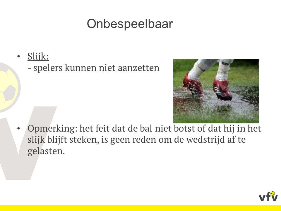 Slijk: - spelers kunnen niet aanzetten Opmerking: het feit dat de bal niet botst of dat hij in het slijk blijft steken, is geen reden om de wedstrijd af te gelasten.