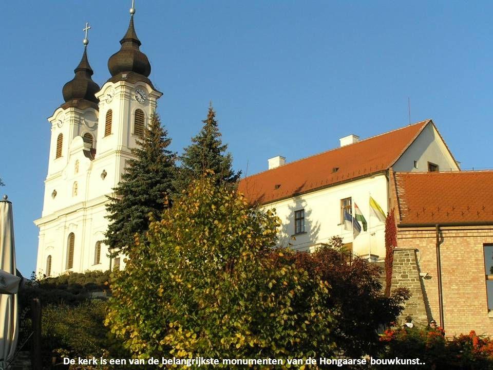 Van de Benedictijnenkloosterkerk uit 1055 in Tihany is nu alleen nog de benedenkerk met het graf van Andreas I overgebleven.