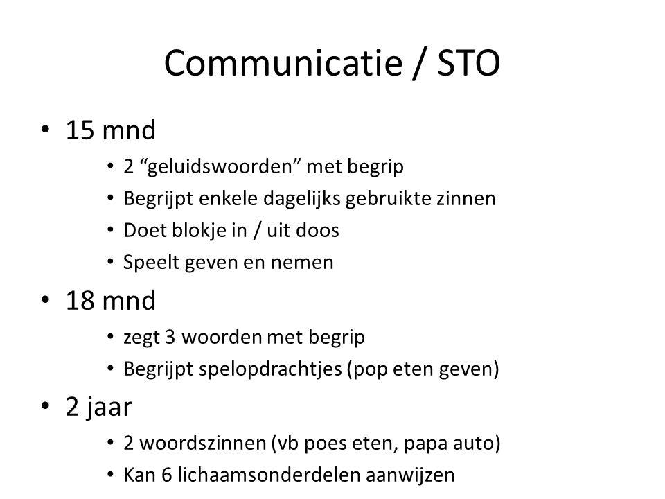 """Communicatie / STO 15 mnd 2 """"geluidswoorden"""" met begrip Begrijpt enkele dagelijks gebruikte zinnen Doet blokje in / uit doos Speelt geven en nemen 18"""