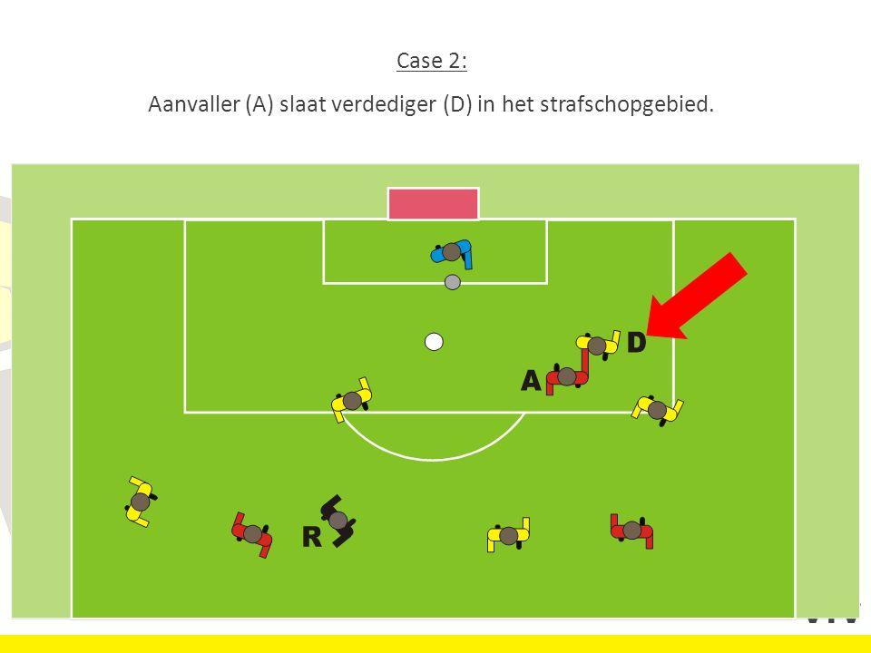 Case 2: Aanvaller (A) slaat verdediger (D) in het strafschopgebied..