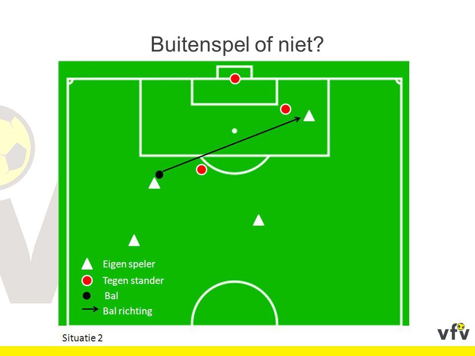 Beslissing: spelonderbreking en uitsluiting niet-effectieve speler Spelherneming: indirecte vrije schop op de plaats waar de bal zich bevond bij de spelonderbreking