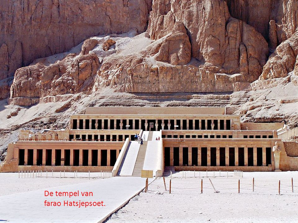 De tempel van farao Hatsjepsoet.
