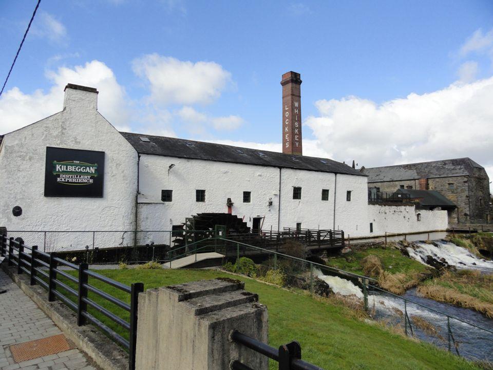 Whisky: Teeling Single Madeira Cask Alcohol percentage: 55,5% Leeftijd: 13 Kleur: Goud met een vleugje rood Neus: Hout, verse eik, koffie, peer, graan, suikers, malt, hooi, honing....