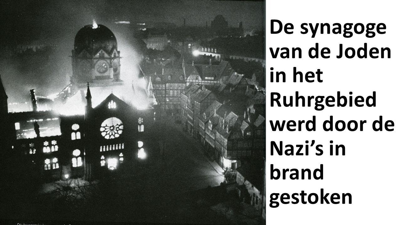 De synagoge van de Joden in het Ruhrgebied werd door de Nazi's in brand gestoken