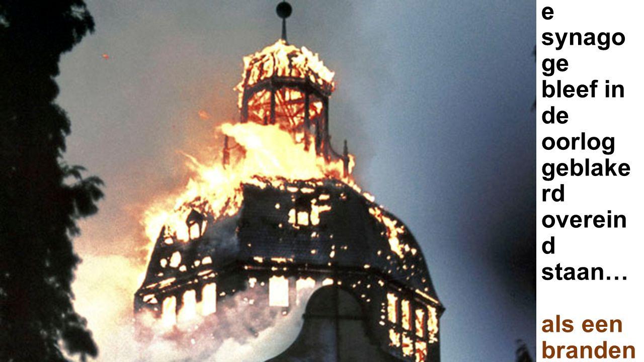 De uit- gebrand e synago ge bleef in de oorlog geblake rd overein d staan… als een branden d geweten