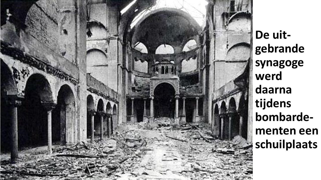 De uit- gebrande synagoge werd daarna tijdens bombarde- menten een schuilplaats