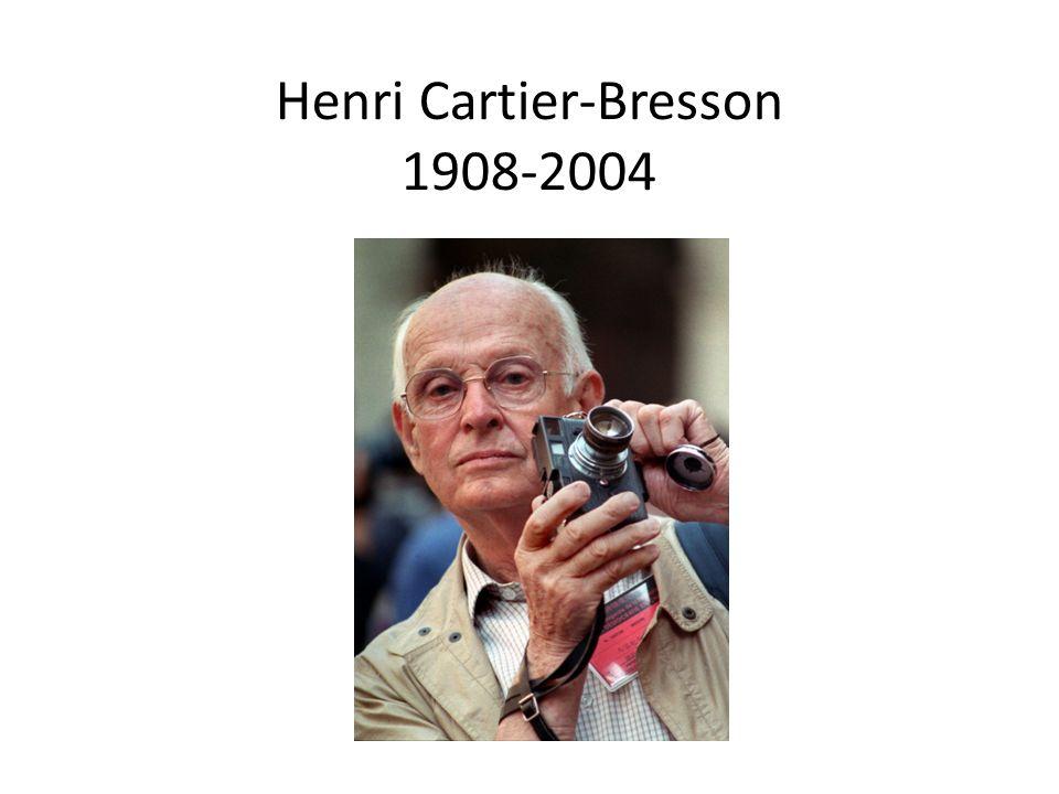 Eén van de belangrijkste fotografen van de 20 ste eeuw Le moment décisif (het beslissende moment): het moment waar beeld en verhaal samen komen Bij fotograferen komen de hersenen, de ogen en het hart samen Alledaagse situaties op het juiste moment vastleggen Leica 35mm lens: onopvallend fotograferen