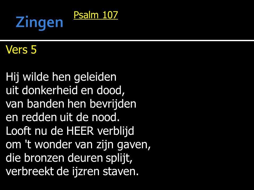 Psalm 107 Vers 5 Hij wilde hen geleiden uit donkerheid en dood, van banden hen bevrijden en redden uit de nood.