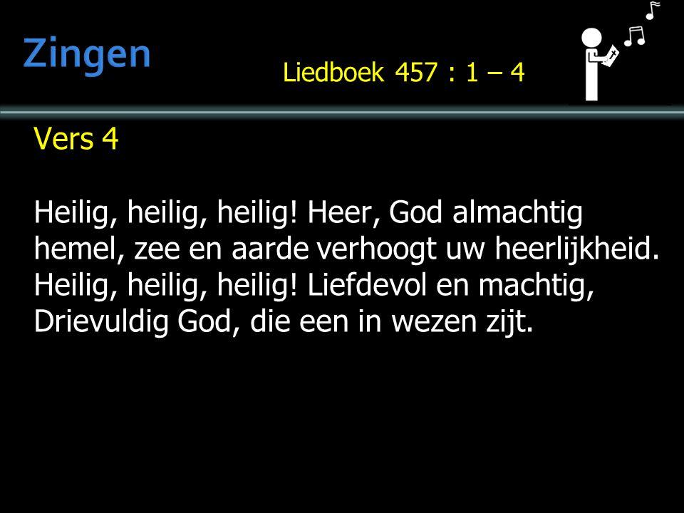 Vers 4 Heilig, heilig, heilig. Heer, God almachtig hemel, zee en aarde verhoogt uw heerlijkheid.