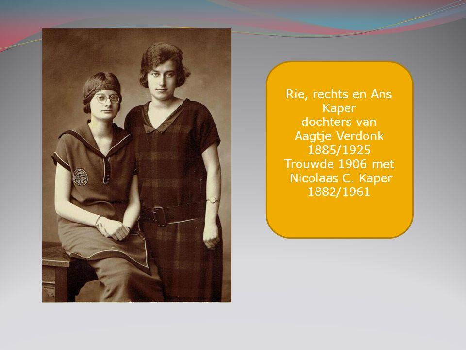 Rie, rechts en Ans Kaper dochters van Aagtje Verdonk 1885/1925 Trouwde 1906 met Nicolaas C. Kaper 1882/1961