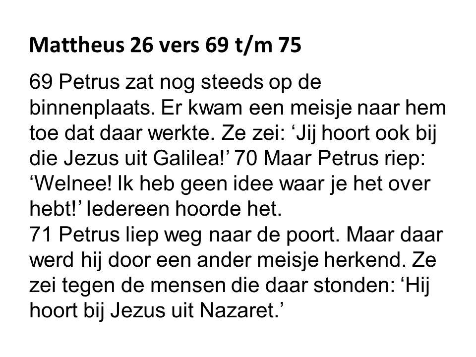 Mattheus 26 vers 69 t/m 75 69 Petrus zat nog steeds op de binnenplaats.