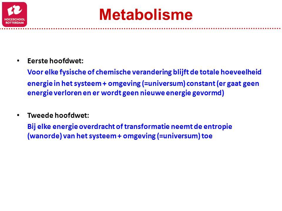 Eerste hoofdwet: Voor elke fysische of chemische verandering blijft de totale hoeveelheid energie in het systeem + omgeving (=universum) constant (er gaat geen energie verloren en er wordt geen nieuwe energie gevormd) Tweede hoofdwet: Bij elke energie overdracht of transformatie neemt de entropie (wanorde) van het systeem + omgeving (=universum) toe Metabolisme