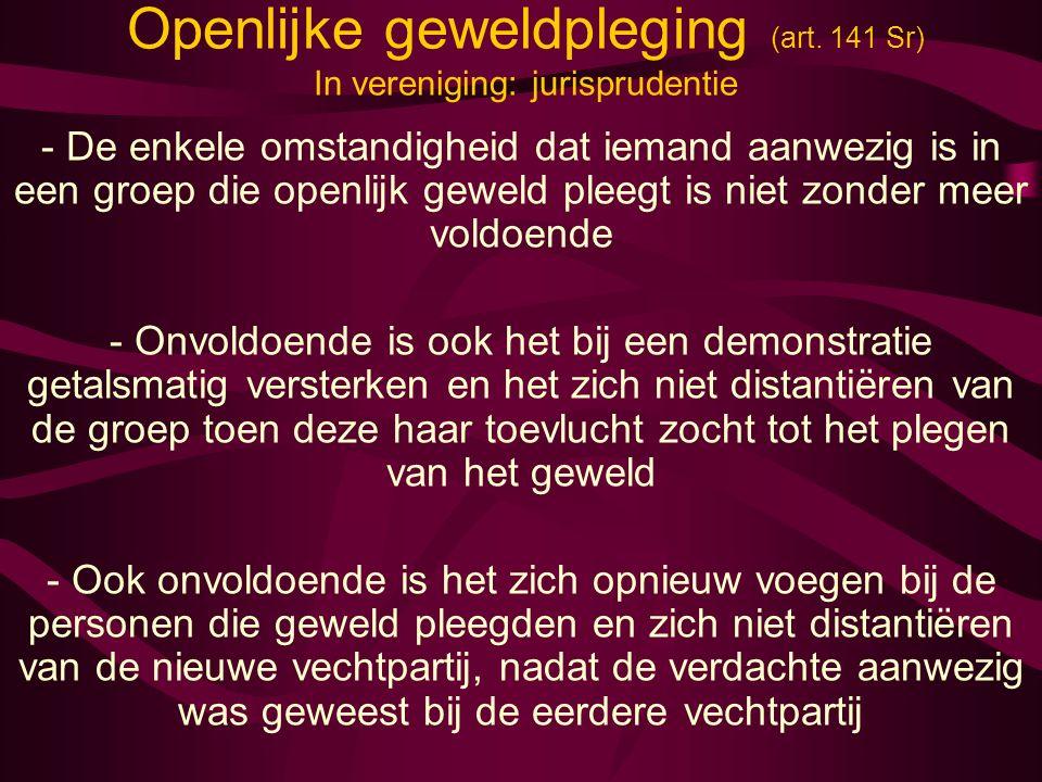 Openlijke geweldpleging (art. 141 Sr) In vereniging: jurisprudentie - De enkele omstandigheid dat iemand aanwezig is in een groep die openlijk geweld