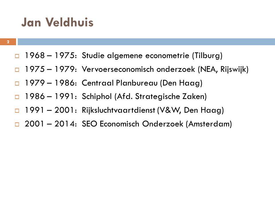 De Gouden Driehoek  Strategisch verband tussen Schiphol, KLM en Rijk  Belangen grotendeels congruent  Marktomstandigheden bepaald door bilaterale verdragen  Vlag-carriers verdeelden de markt  Concurrentie was beperkt  Hoge vliegtarieven  Kernmerkend tot begin 90-er jaren 3