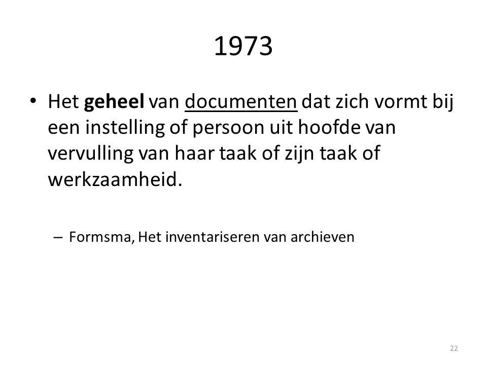 1973 Het geheel van documenten dat zich vormt bij een instelling of persoon uit hoofde van vervulling van haar taak of zijn taak of werkzaamheid. – Fo
