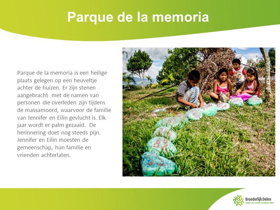 Parque de la memoria Parque de la memoria is een heilige plaats gelegen op een heuveltje achter de huizen. Er zijn stenen aangebracht met de namen van