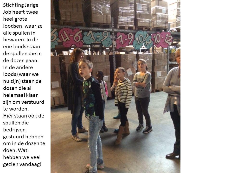 Stichting Jarige Job heeft twee heel grote loodsen, waar ze alle spullen in bewaren.