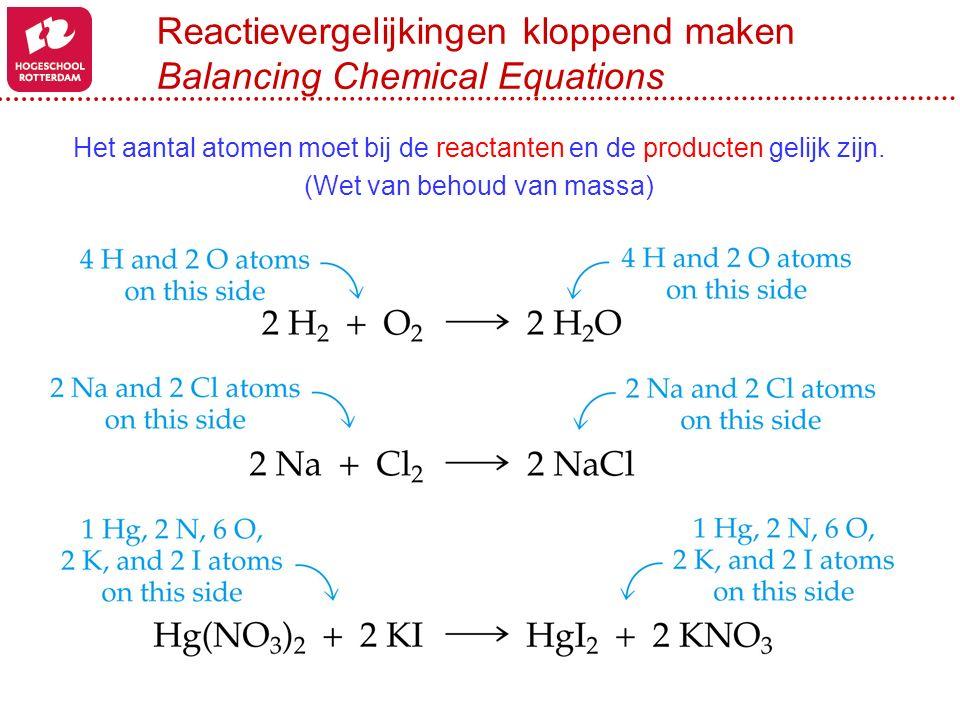 Reactievergelijkingen kloppend maken Balancing Chemical Equations Het aantal atomen moet bij de reactanten en de producten gelijk zijn. (Wet van behou