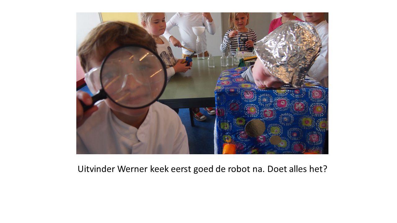 Uitvinder Werner keek eerst goed de robot na. Doet alles het?