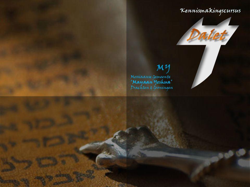 Hand.21:40, 22:1 En toen hij dit toegestaan had, wenkte Paulus, boven aan de trappen staande, het volk met zijn hand; en toen het geheel stil geworden was, sprak hij hen in de Hebreeuwse taal toe en zeide: Mannen broeders en vaders, luistert naar hetgeen ik thans ter verdediging tot u ga zeggen. Hand.21:40, 22:1 En toen hij dit toegestaan had, wenkte Paulus, boven aan de trappen staande, het volk met zijn hand; en toen het geheel stil geworden was, sprak hij hen in de Hebreeuwse taal toe en zeide: Mannen broeders en vaders, luistert naar hetgeen ik thans ter verdediging tot u ga zeggen. Hand.22:2 Toen zij nu hoorden, dat hij hen in de Hebreeuwse taal toesprak, hielden zij zich te meer stil.