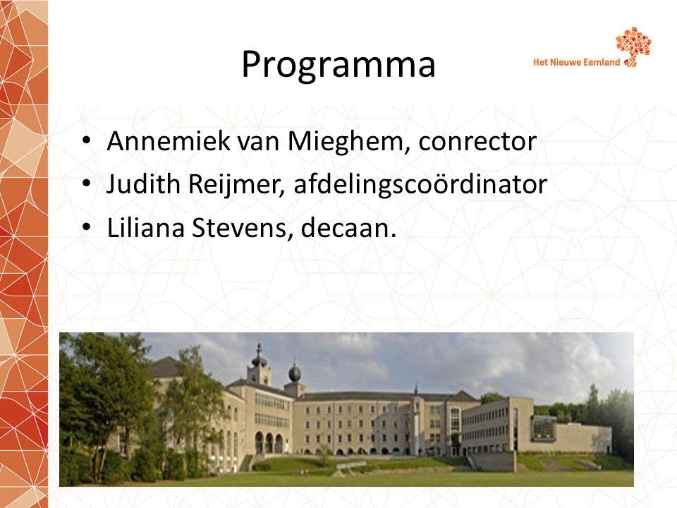 Programma Annemiek van Mieghem, conrector Judith Reijmer, afdelingscoördinator Liliana Stevens, decaan.
