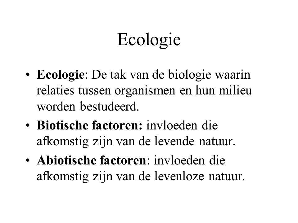 Ecologie Ecologie: De tak van de biologie waarin relaties tussen organismen en hun milieu worden bestudeerd.