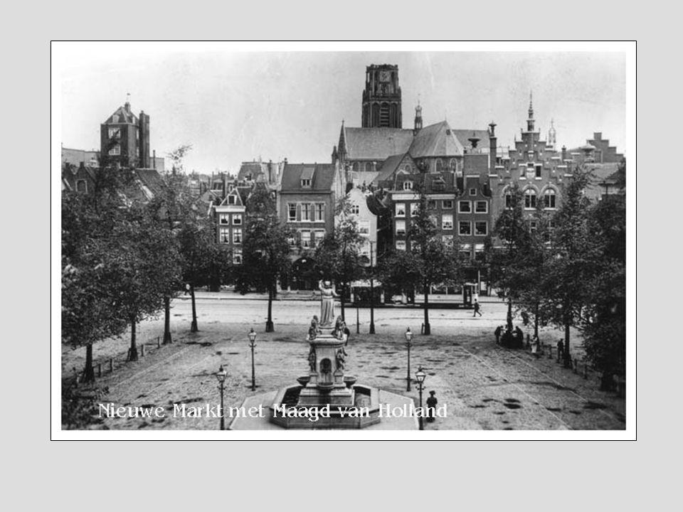 Gezicht op de omgeving van de Noordblaak en Nieuwstraat, vanuit zuidelijke richting. Vanuit een raam op de bovenste verdieping van de Twentsche bank g
