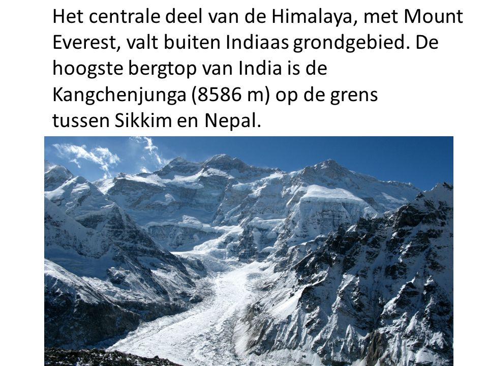 Het centrale deel van de Himalaya, met Mount Everest, valt buiten Indiaas grondgebied.