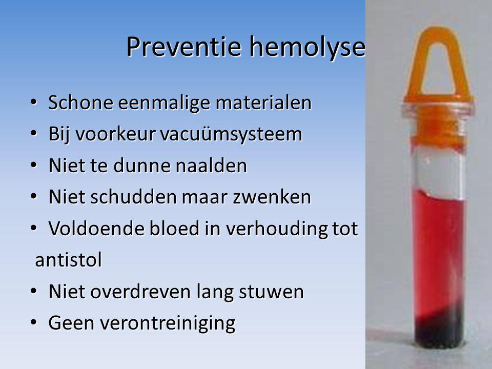 Bloedarmoede/anemie Een te laag gehalte aan hemoglobine of een tekort aan circulerende erytrocyten, of beide Oorzaken: – Bloedverlies – Verhoogde afbraak (hemolytische anemie) – Verminderde aanmaak – Voedingsfouten: ijzer- en/of vitaminetekort – Opnamestoornissen