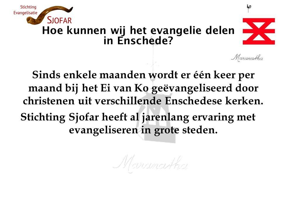 Hoe kunnen wij het evangelie delen in Enschede? Sinds enkele maanden wordt er één keer per maand bij het Ei van Ko geëvangeliseerd door christenen uit