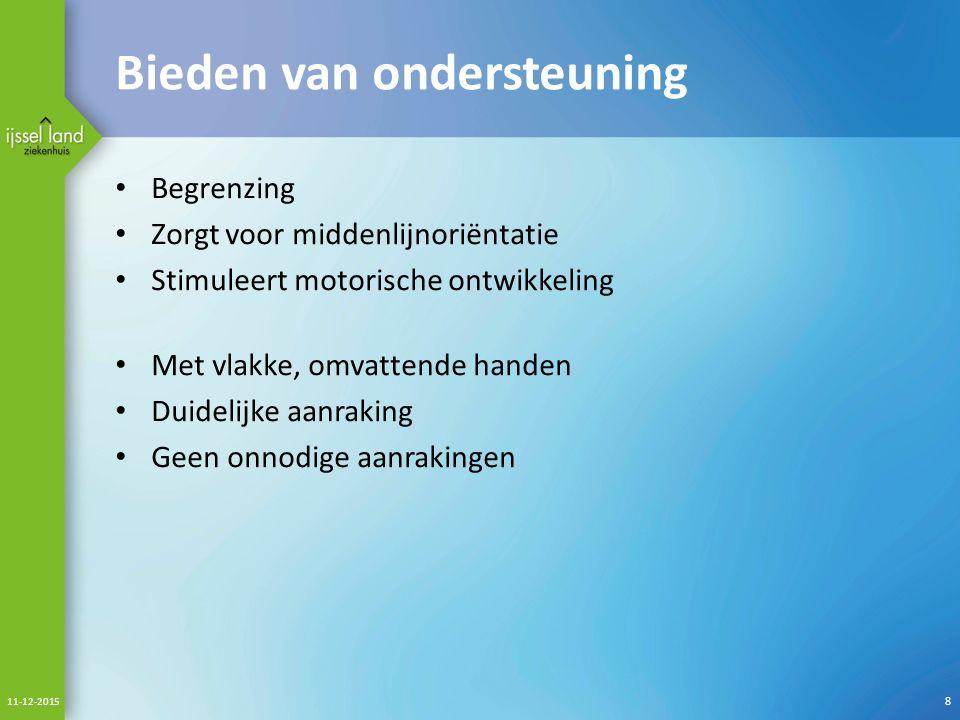 Bieden van ondersteuning Begrenzing Zorgt voor middenlijnoriëntatie Stimuleert motorische ontwikkeling Met vlakke, omvattende handen Duidelijke aanraking Geen onnodige aanrakingen 11-12-2015 8