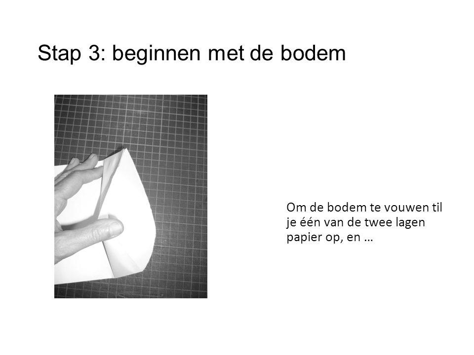 Stap 3: beginnen met de bodem Om de bodem te vouwen til je één van de twee lagen papier op, en …