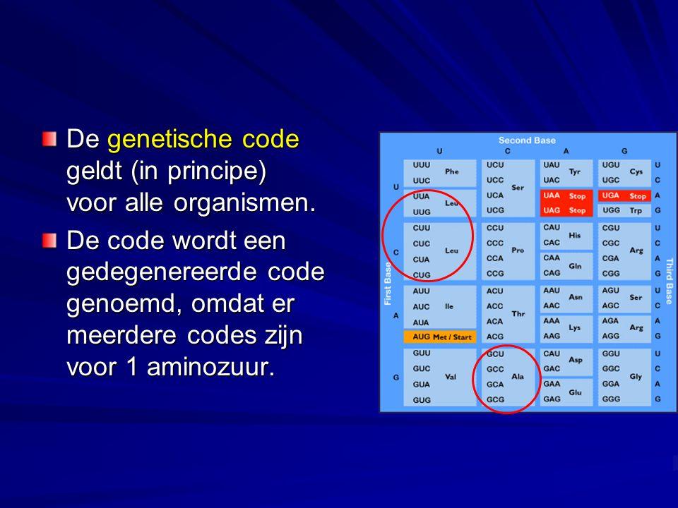 De genetische code geldt (in principe) voor alle organismen. De code wordt een gedegenereerde code genoemd, omdat er meerdere codes zijn voor 1 aminoz