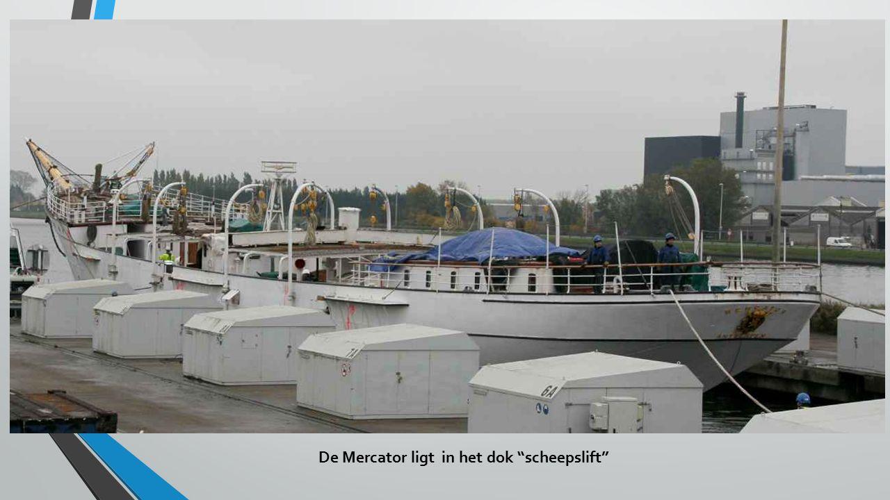 De Mercator ligt in het dok scheepslift