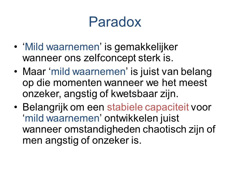 Paradox 'Mild waarnemen' is gemakkelijker wanneer ons zelfconcept sterk is. Maar 'mild waarnemen' is juist van belang op die momenten wanneer we het m