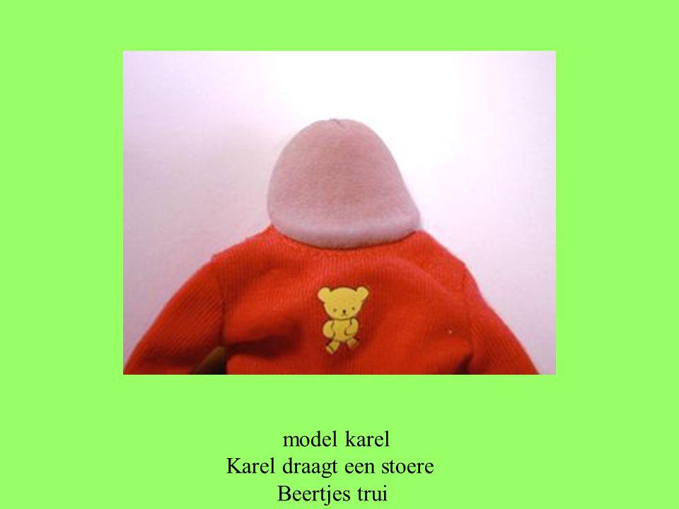 model karel Karel draagt een stoere Beertjes trui