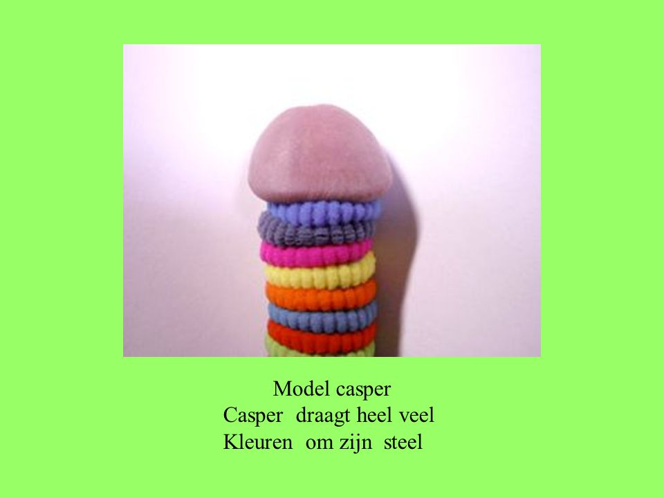 Model casper Casper draagt heel veel Kleuren om zijn steel