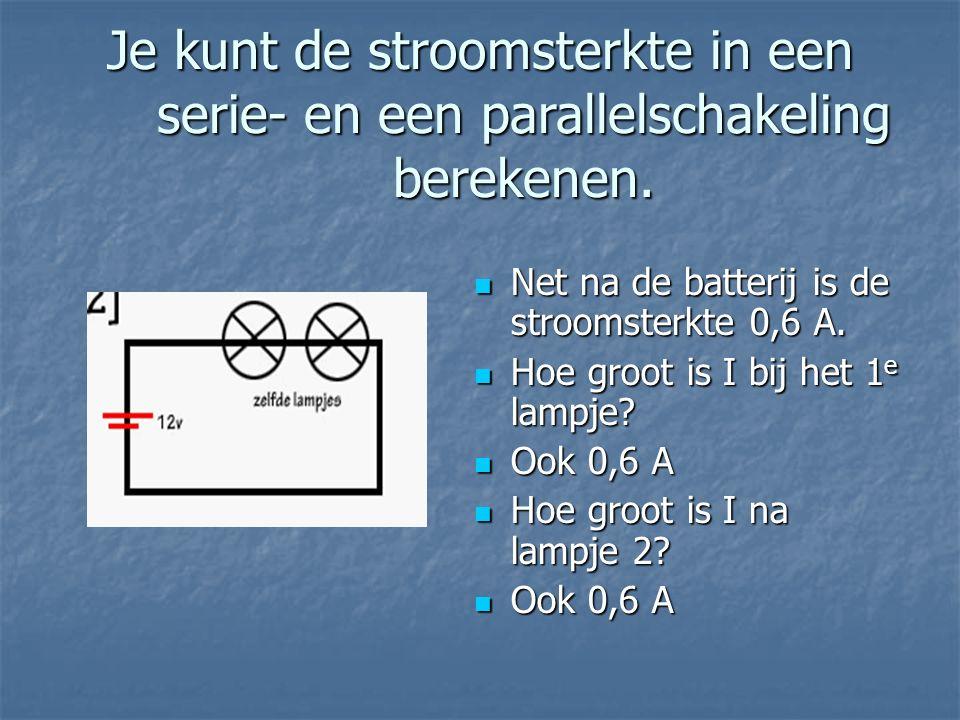 Je kunt de stroomsterkte in een serie- en een parallelschakeling berekenen. Net na de batterij is de stroomsterkte 0,6 A. Net na de batterij is de str