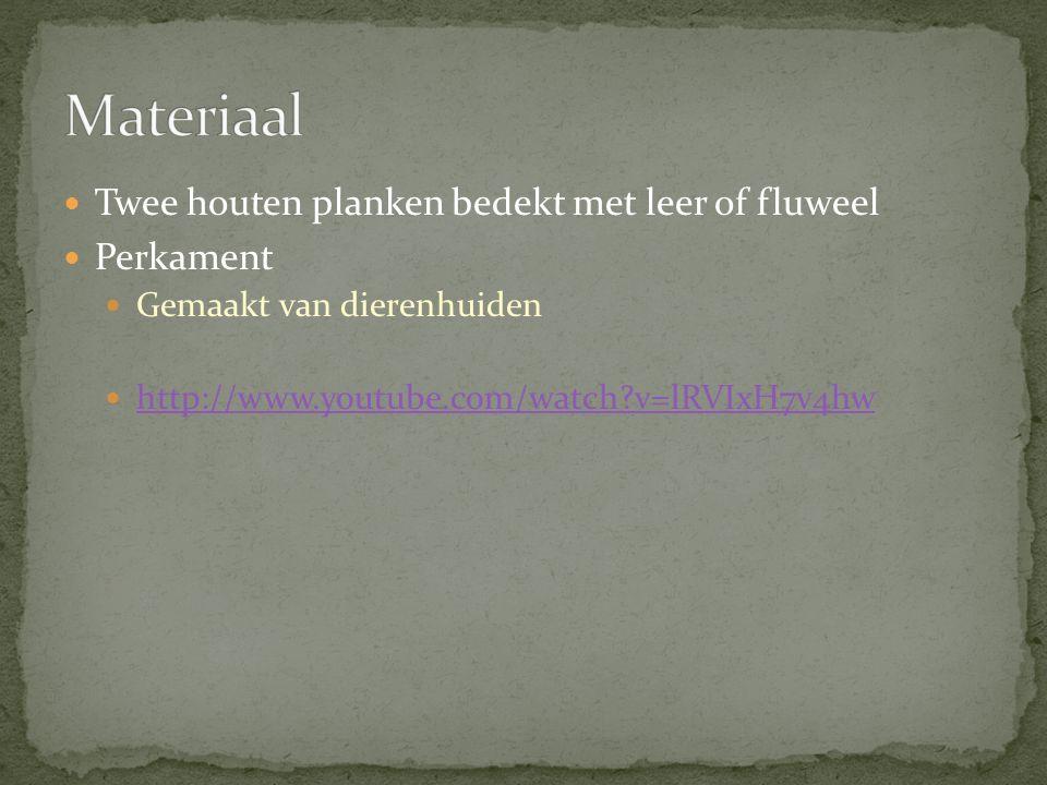 Twee houten planken bedekt met leer of fluweel Perkament Gemaakt van dierenhuiden http://www.youtube.com/watch?v=lRVIxH7v4hw