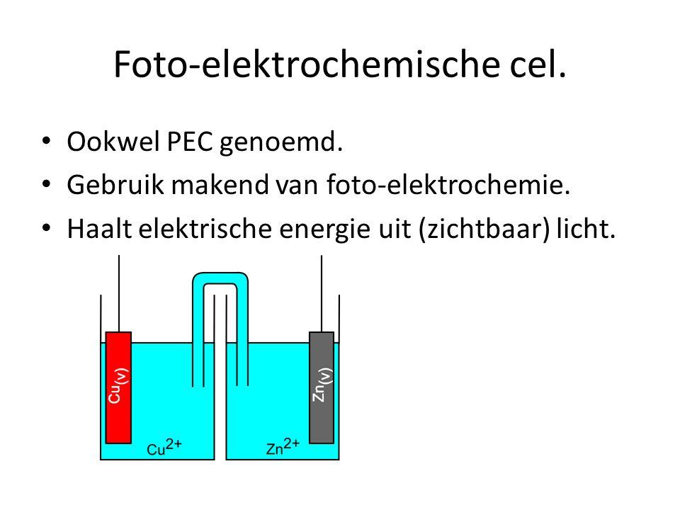 Foto-elektrochemische cel. Ookwel PEC genoemd. Gebruik makend van foto-elektrochemie. Haalt elektrische energie uit (zichtbaar) licht.