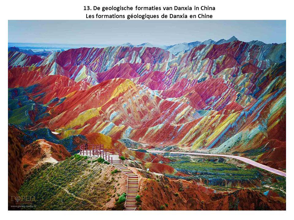 13. De geologische formaties van Danxia in China Les formations géologiques de Danxia en Chine